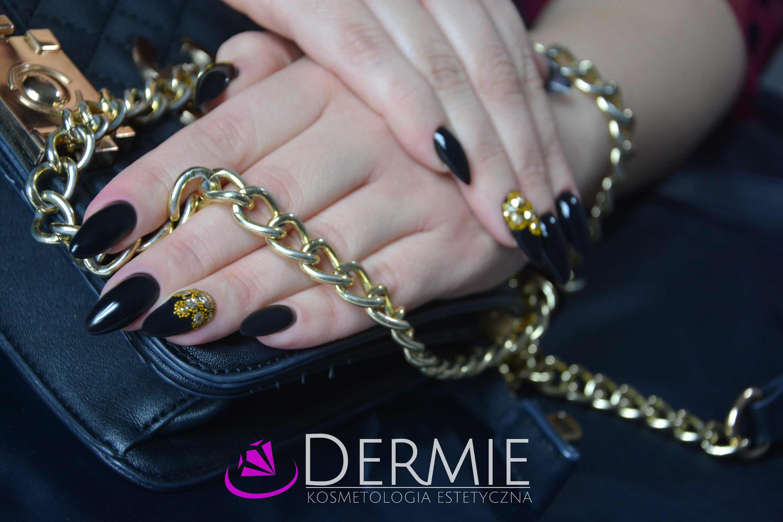 manicure hybrydowy czarny zloty wzorki